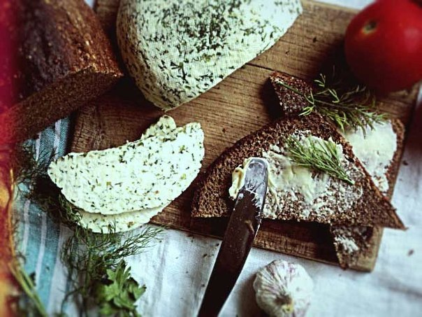 Домашній сир із зеленню. Рецепт з фото