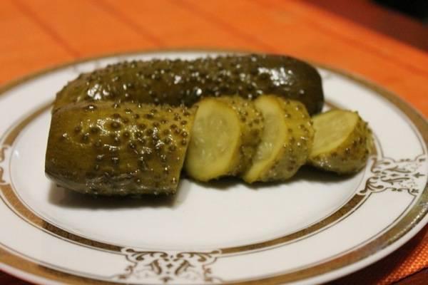 Огірки солоно-броженые. Покроковий рецепт з фото