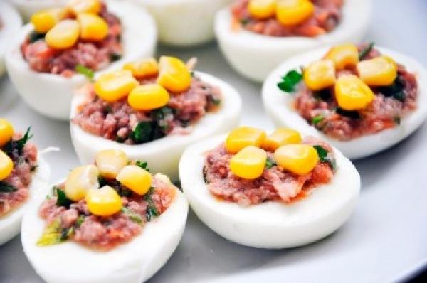 Яйця фаршировані тунцем. Рецепт