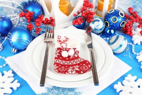Як прикрасити новорічний стіл, варіанти та ідеї сервірування з фото