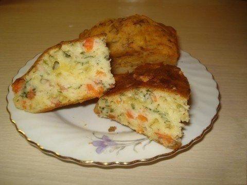 Наливна пиріг на кефірі з сьомгою та сиром. Покроковий рецепт з фото