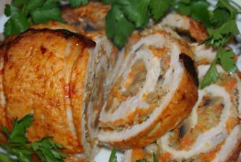 Рулет зі свинини з морквою і грибами. Рецепт на свята