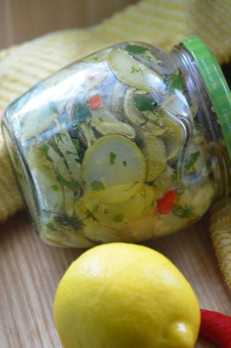 Кабачки в лимонному олії на зиму. Покроковий рецепт