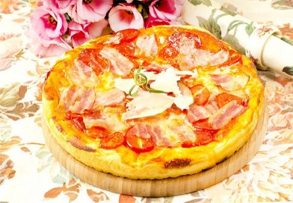 Піца з беконом. Покроковий рецепт з фото