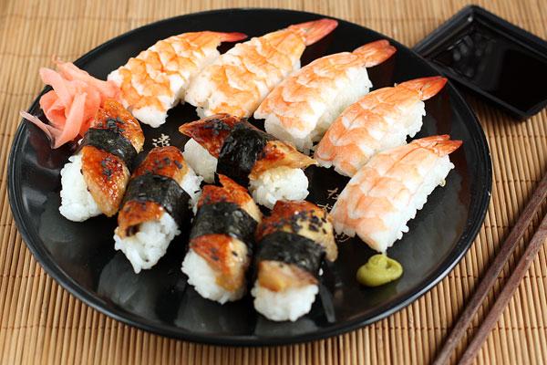 «Суші з креветками, морським вугром і омлетом тамаго» — покроковий рецепт з фото