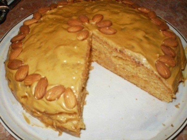 Такий домашній пиріг зі згущеним молоком. Рецепт з фото