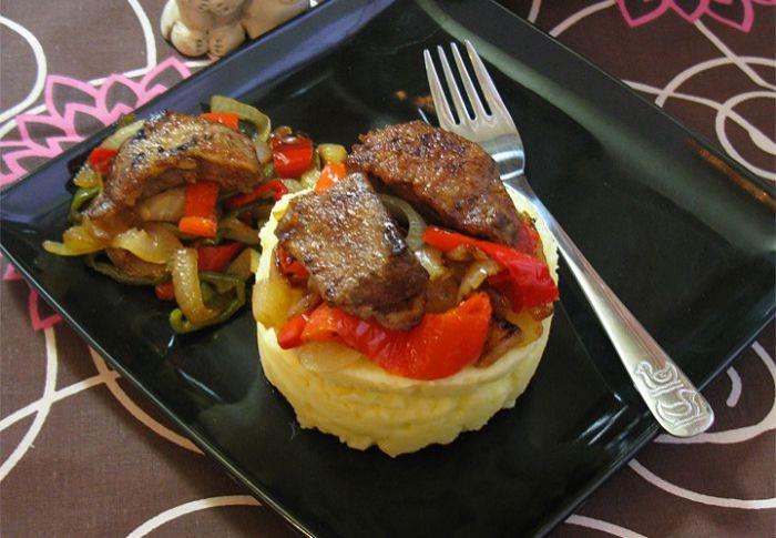 Печінка смажена з овочами. Покроковий рецепт з фото
