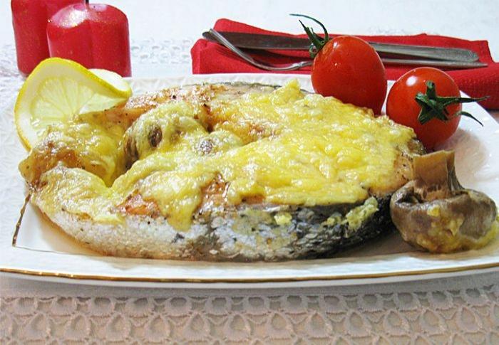 Запечений лосось з сиром і печерицями. Покроковий рецепт з фото