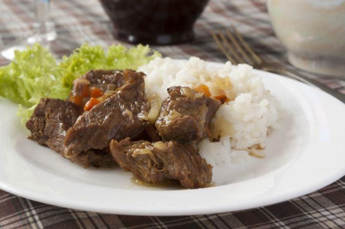 Смачне тушковане м'ясо і рис. Покроковий рецепт з фото