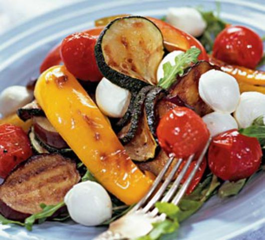 Найкращий салат до шашлику з печених овочів. Рецепт